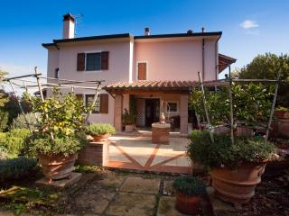 Apartment in Farmhouse between the sea and country, Montescudaio