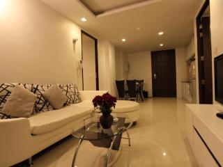 Deluxe 2BR Suite Near Beach!!, Patong