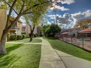 Beautiful Phoenix Two Bedroom with Extras