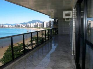 Ocean Front 5 Suites Apartament in Guarapari-Es