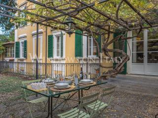 Olimpia House - Florence center near Piazza Santa Croce 2 bdr