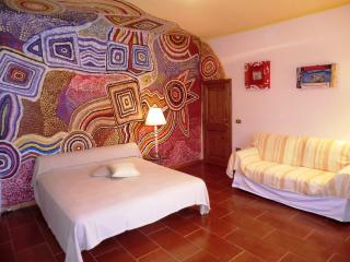Artistic Room with terrace near to the Sea, Montescudaio