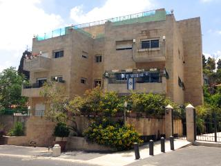 REHAVIA, BEST LOCATION! 3 bedrooms, spacious!, Jerusalem