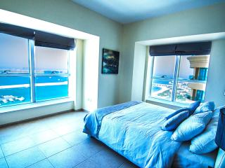 Panoramic Palm Views Luxury Apartment