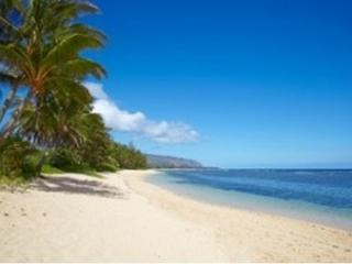 Beachfront 4 Bedroom and 2 Bathroom Vacation Home, Mokuleia
