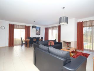 Open Plan Large Lounge/Dinner  with Air-conditioning & Wi-Fi
