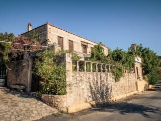 VIGLATORAS Traditional Apartments, Sarkhos
