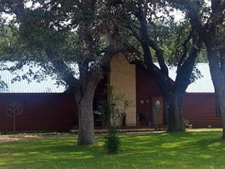 Chez J, a Restful Retreat - Wineries Waiting!, Spicewood