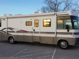 35 ft Winnebago Adventurer RV