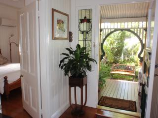 Brisbane, Red Hill Historic Queenslander house, great local and mountain views