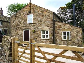 GOLDEN SLACK COTTAGE, woodburner, WiFi, underfloor heating, open plan living, Bosley