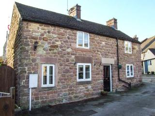 BEDEHOUSE COTTAGE, close to amenities, patio garden, exposed brickwork in Cromford, Ref 903532