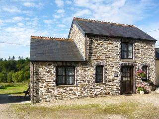 TOFFEE'S BARN, Victorian barn conversion, WiFi, wonderful base for walking, near Callington, Ref 918087