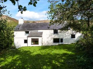 CAER DYN, woodburners, character cottage with garden and delightful views, near Bodfari, Ref. 918778