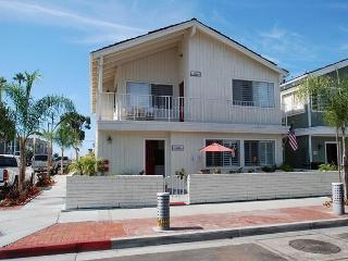 Well maintained upper bayside home - Available during winter season (68283), Newport Beach