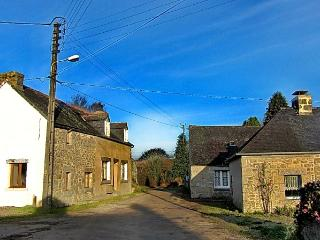 Kerbizien holiday cottage, 3 bedroomed , Huelgoat.