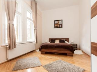 Perfect location, 2 bedrooms. Quiet and sunny!, Budapest