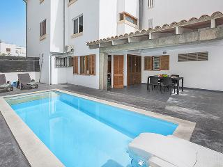 GREAT PROPERTY WITH PRIVATE POOL AND BBQ
