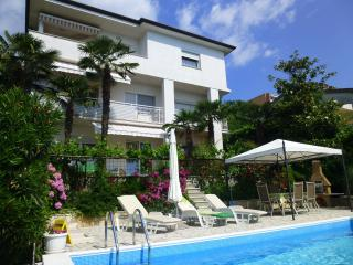 A2 - apartment with pool, Opatija
