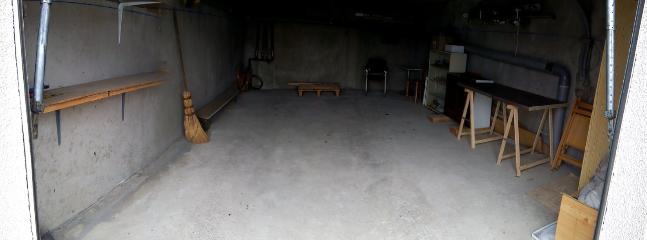 Grande garage au rez de chaussée de la résidence