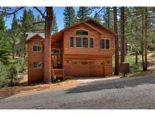 Luxury Mountain Home with Private Hot Tub, Steam Shower and Full Amenities (ME24), South Lake Tahoe
