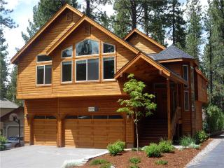 Luxury Tahoe Cabin in a Great Location with Private Hot Tub and Game Room (ST34), South Lake Tahoe
