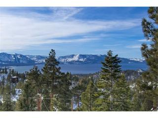 Deluxe Tahoe Home with Exquisite Furnishings and Lake Views (UK18A), Stateline