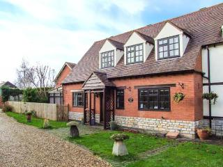 LAVENDER COTTAGE, pet-friendly cottage, garden, character, in Bretforton Ref 21367