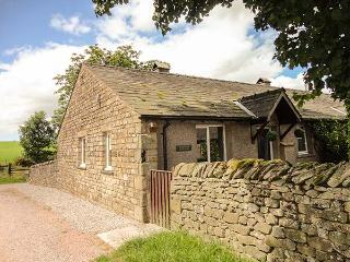 BRIDLEWAY COTTAGE, woodburner, WiFi, modern conveniences and furnishings, cottag