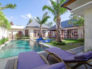 3BR villa with private garden n pool seminyak area, Kerobokan