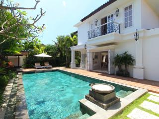 Classic 3 Bedroom Villa at Seminyak