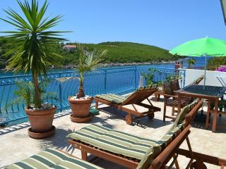 Holiday apartment with sea view 5 +6, Hvar