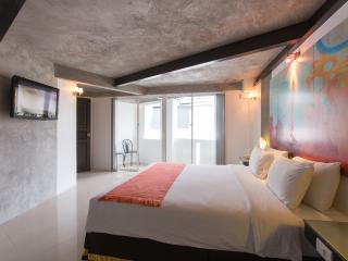 2 connecting suite for 4, Patong