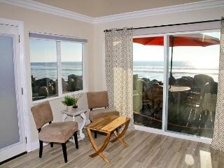 Remodeled Beach Rental, 2br/1ba, Designer Decorated & A/C Equipped, Oceanside