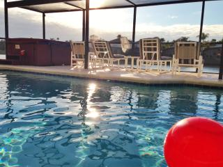 Gated Resort Home w/ Pool, HotTub,10 min to Disney, Kissimmee