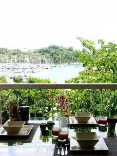 Petit déjeuner avec vue sur Marina