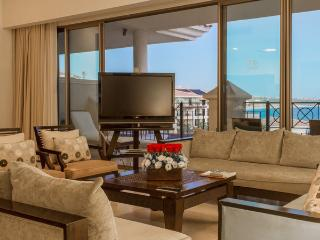 3BR BEACHFRONT PH CRV@ CASA DORADA RESORT AND SPA, Cabo San Lucas