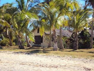 Villa Matasawa, Absolute Beach Front., Lautoka