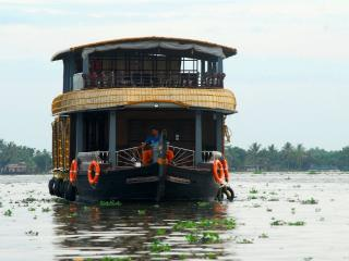 PearlspotTours houseboat alappuzha, 3 Bedroom Upperdeck Deluxe houseboat
