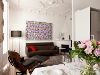 Elegant  apartment one block from Paseo de Gracia
