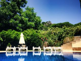 Garden Villas 1 - Beach/TownCentre/Swimming Pool (3 bedrooms for 6+1 guests)