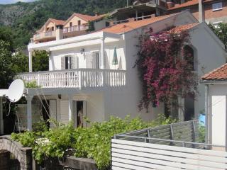 Hotel style Guest house\Hosting\Villa Adriatic sea, Budva