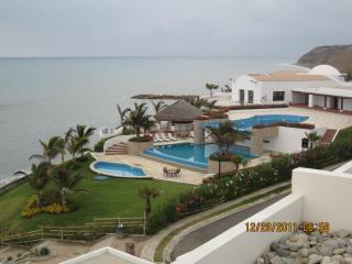 **LUXURY OCEANFRONT VIEW CONDO**, Manta