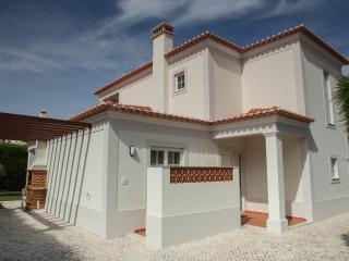 Villa with private pool at Praia d'el Rey, Caldas da Rainha