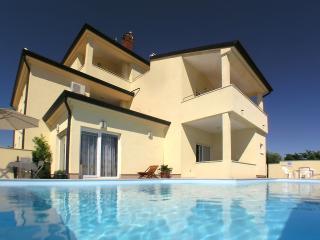 Ferienwohnung 'Agava' in Villa G.A.P. mit grossem Pool neben Pula