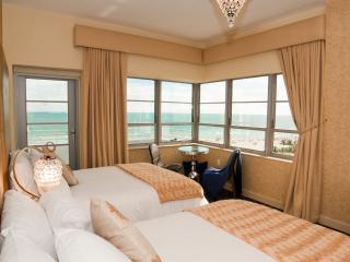 Oceanfront w/ Amazing Balcony View, Miami Beach