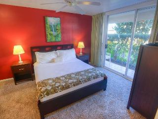 Great ground-floor walkout unit close to the beach!, Kihei