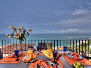 Luxurious outdoor dining  for 6 with 180 degree views of the jungle and Banderas Bay