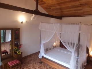 4 poster bed suites beautifully appointed with large en suite bathrooms