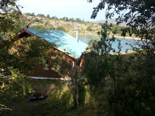 vista de la cabaña desde el bosque vista hacia el oriente